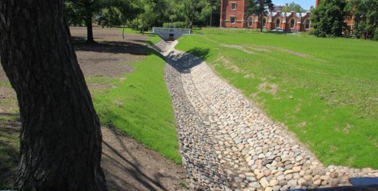 Осушительный канал в парке «Александрия»